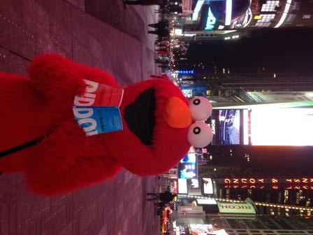 Do! meets Elmo in Times Square, Hong Kong.